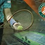 Il logo del Roland Garros di tennis e un tennista generico