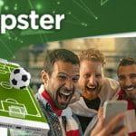 Il logo di Tipster di Sisal e alcuni ragazzi che scommettono via smartphone
