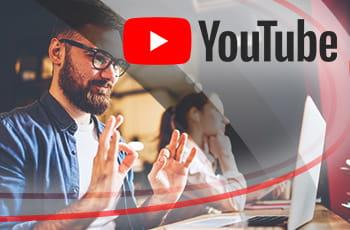 Il logo di YouTube e un ragazzo con gli occhiali