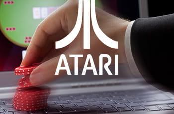 Il logo di Atari e una mano con delle fiche