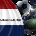 Il logo della KSA, la gambling commission olandese, la bandiera dell'Olanda e un pallone da calcio