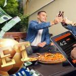 Persone che scommettono online e banconote euro.