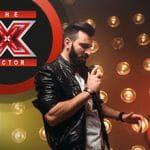 Cantante in gara, logo di X Factor.